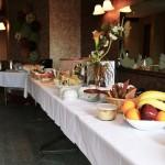 Table à déjeuner sous forme de buffet